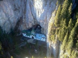 Mănăstirea Ascunsă...